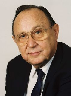 Hans-Dietrich Genscher (* 21. März 1927 in Reideburg, Saalkreis; † 31. März/1. April 2016 in Wachtberg-Pech) war ein deutscher Politiker der FDP