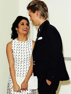 Vanessa Hudgens and Austin Butler... The way they look at each other>>