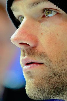 The most beautiful eyes on a man I have ever seen. Jared Padalecki from Supernatural. Supernatural Series, Jared Padalecki Supernatural, Jensen Ackles Jared Padalecki, Jared And Jensen, Supernatural Fandom, Supernatural Bunker, Sam Winchester, Winchester Brothers, Misha Collins