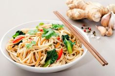 19 Skinny Pasta Recipes with Weight Watchers SmartPoints - Tasty Points. Fodmap Recipes, Egg Recipes, Pasta Recipes, Cooking Recipes, Healthy Cooking, Healthy Eating, Healthy Recipes, Diet Recipes, Skinny Pasta