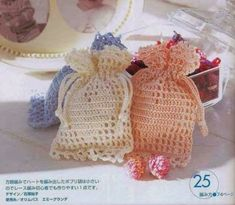 Hobby lavori femminili - ricamo - uncinetto - maglia: sacchetti bomboniere