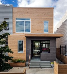 BFDO Architects renovated the 20th Street House, a 20-foot-wide wood frame townhouse that came with a tiny side yard and front and back extensions.