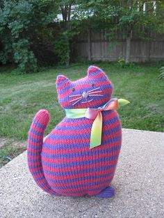 Free Pattern: The Window Cat by Sara Elizabeth Kellner