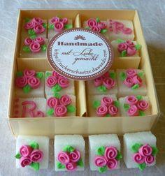"""*16 süsse Würfelzucker mit jeweils 3 Röschen in pink (2 Würfel davon mit einem """"R"""" wie Rosen dekoriert!*   *Verschenken Sie ein (Zucker) Stückchen Glück!*"""