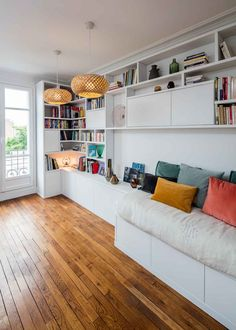 Bookcase with custom-made bench - Compagnie des Ateliers - - Living Room Remodel, Apartment Living, Cool Kids Bedrooms, Rooms Home Decor, Small Apartments, Modern Interior, Home And Living, Family Room, Living Spaces
