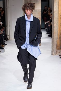 Yohji Yamamoto unveiled his Fall/Winter 2017 collection during Paris Fashion Week.