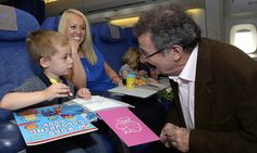 children don't need high-tech games to be entertained on the plane- loom bands and play-doh scored highest. Wrap them as presents and give them throughout the flight Toddler Travel, Travel With Kids, Play Doh, Free Plane, Vols Longs, Carry On Bag Essentials, Top Toys, Extended Play, Long Haul