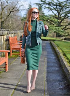 Collectif Olive knitted dress with nude high heel shoes and Tom Ford sunglasses