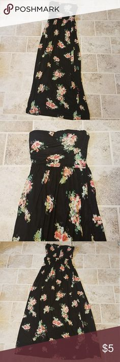 🌹American Rag floral Strapless Maxi Dress!🌹 A fun floral strapless maxi dress! Only worn once! From American Rag! Size medium. Comes with built in bra pads. American Rag Dresses Maxi
