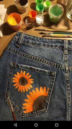 Do this but whatever painted shorts, painted jeans, painted clothes, denim Painted Shorts, Painted Jeans, Painted Clothes, Fashion Mode, Diy Fashion, Office Fashion, Fabric Painting, Diy Painting, Painting Canvas