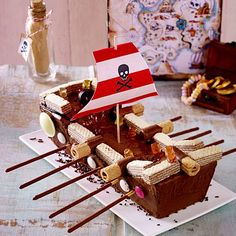 Piratenschiff-Kuchen Rezept   LECKER Pirate Ship Cakes, Baby Shower Winter, Food Cakes, Food Items, Birthday Candles, Birthday Cake, Cake Recipes, Food And Drink, Yummy Food