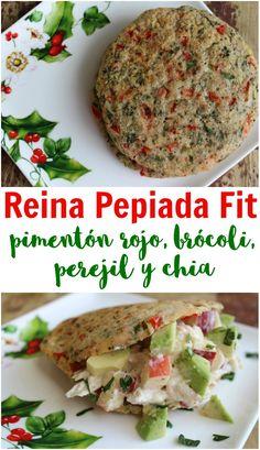 Receta de arepa fit navideña venezolana. Esta Reina Pepiada fit decembrina es de pimentón rojo, brócoli, perejil y chia. No solo tiene los colores de la Navidad sino que también es nutritiva y divina. Healthy Dinner Recipes, Healthy Snacks, Vegetarian Recipes, Healthy Eating, Cooking Recipes, Vegan Vegetarian, Easy Party Food, Chia, Going Vegan