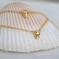 Unique handmade jewelery made of gemstones, pearls, crystal, leather, silver and gold etc. BohoBellaMar is based in Luxembourg and Marbella. Gold Skull, Anklet, Handmade Bracelets, Gold Necklace, Elegant, Jewelry, Air Cast, Classy, Gold Pendant Necklace
