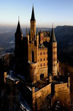The Hohenzollern Castle in Germany. The Hohenzollern Castle in Germany. Beautiful Castles, Beautiful Buildings, Beautiful Places, Beautiful Stories, Chateau Medieval, Medieval Castle, The Places Youll Go, Places To Go, Chateau Moyen Age