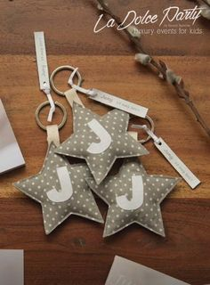 Felt Crafts, Diy And Crafts, Sewing Crafts, Sewing Projects, Fabric Hearts, Birthday Box, Leather Keychain, Love Sewing, Craft Business