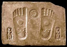 Buddha's footprints appeared long before any statues and carvings depicted the human form of Buddha, which came several centuries later.