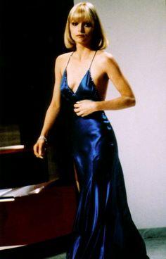 """Elvira in """"Scarface,"""" 1983 Michelle Marie Pfeiffer (Santa Ana, California; 29 de abril de 1958) es una actriz estadounidense.  Comenzó su carrera artística como invitada en programas de televisión, entre los que se incluyen papeles pequeños en las series La isla de la fantasía y Delta House a finales de los 70's. Debutó en el cine en 1980 en el largometraje The Hollywood Knights."""