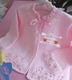 Opis fotky nie je k dispozícii. No photo description available. This post was discovered by Iz Crochet Hooded Scarf, Crochet Baby Jacket, Baby Cardigan Knitting Pattern, Baby Knitting Patterns, Baby Patterns, Diy Crafts Knitting, Knitting For Kids, Crochet For Kids, Girls Sweaters