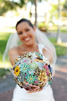 Broach Bouquet - wish I would have seen these before my wedding!