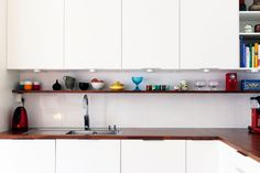 white kitchen cabinets, little shelf above the counter | Bolaget Inspiration - Nyinkommet