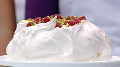 pavlova with passion fruit, donna hay, junior masterchef australia - love it all Master Chef, Just Desserts, Dessert Recipes, Cold Desserts, Donna Hay Recipes, Masterchef Recipes, Dessert Original, Pavlova Recipe, Sweets