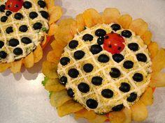 Insalata Girasole Ricetta Antipasto mousse patate tonno tuorlo uovo sodo sbriciolato olive nere pomodoro a forma di coccinella patatine Pringles