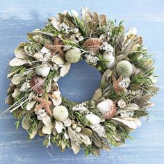 Seashells and Sea grasses make a perfect Coastal Wreath Coastal Wreath, Seashell Wreath, Coastal Decor, Seashell Projects, Seashell Crafts, Beach Crafts, Seashell Art, Diy Projects, Coastal Christmas