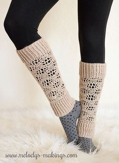 Free crochet leg warmers pattern!  Includes sizes Baby 6-12 through Adult 3XL.  These are super cute accessories for boots or flats.