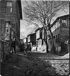 Natali AVAZYAN @NataliAVAZYAN  Fatih'te bir sokak - 1937 Çok güzel fotoğraf. Zeyrek'e benziyor