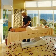 Left Home Relaxing Massage To Satisfy Demand Massage Place, Massage Bed, Self Massage, Good Massage, Facial Massage, Getting A Massage, Wellness Spa, Deep Tissue, Always Learning