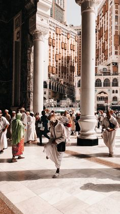 You are in the right place about Middle East mosque Here we offer you the most beautiful pictures ab Muslim Images, Islamic Images, Islamic Pictures, Islamic Art, Mecca Mosque, Mecca Islam, Mecca Kaaba, World Photography, Girl Photography Poses