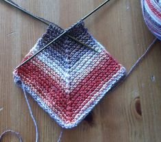 Baby Knitting Patterns Techniques As promised, I show my newest knitted blanket together with a quilt . Easy Blanket Knitting Patterns, Patchwork Blanket, Baby Blanket Crochet, Knitted Baby, Crochet Simple, Norwegian Knitting, Gilet Crochet, Diy Mode, Rugs
