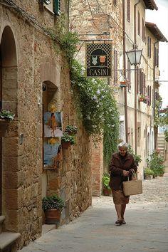 Shortcut in Pienza, Siena, Tuscany, Italy