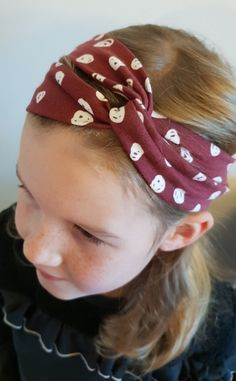 The post DIY Tutorial # 1 Haarband Stoffparty! appeared first on DIY Projekte. Sewing For Kids, Baby Sewing, Diy For Kids, Diy Flower Crown, Face Painting Designs, Hair Band, Sewing Tutorials, Diy Tutorial, Diy Clothes