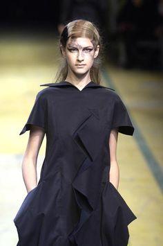 Yohji Yamamoto - Spring / Summer 2006 - Ready-to-Wear - Runway Collection - Women