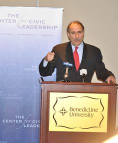 "David Axelrod, a Democratic strategist and political advisor who found his calling very early in life – he was only 10 when Lindsay ran for mayor in 1965 – spoke to an overflow crowd of more than 600 people gathered in the Krasa Center at Benedictine University on April 23 as part of the ""Presidential Election Series 2012"" sponsored by the Center for Civic Leadership (CCL)."