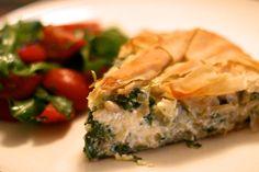 Jamie Oliver's spinach and feta filo pie Spinach Feta Pie, Spinach Recipes, Meatless Recipes, Pie Recipes, Cooking Recipes, Feta Chicken, Spinach Stuffed Chicken, Salads To Go, Easy Salads
