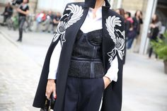 Manteau Stella McCartney http://www.vogue.fr/defiles/street-looks/diaporama/street-looks-a-la-fashion-week-de-paris-jour-7-1/15502/image/864181#!manteau-stella-mccartney