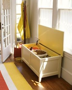Bench Storage Great idea, rather than just a bench by the door, can store shoes, boots etc. neat and tidy Porches, Pet Food Storage, Bench Decor, Bench Seat, Entryway Bench, Diy Casa, Bench With Storage, Storage Benches, Storage Trunk