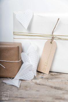 Geschenkanhänger aus Shi-Bafunshi Papier von räder. http://www.raeder-onlineshop.de/index.php?
