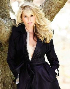 Still Sports Illustrated worthy! Former supermodel Christie Brinkley 59 poses in a swimsuit in Social Life Magazine for the first time in over 30 years Beautiful Old Woman, Beautiful People, Hairstyles With Bangs, Pretty Hairstyles, Christie Brinkley, Vogue, Great Hair, Gorgeous Hair, Amazing Hair