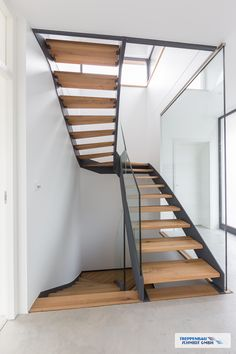 Most of the most popular bags do not meet a certain aesthetics this season. Small Space Staircase, Staircase Design, Garde Corps Design, Steel Stairs, Wooden Stairs, Schmidt, House Goals, Studio Apartment, Small Spaces