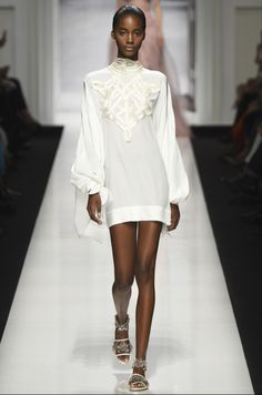 Milão Fashion Week: o branco reina na Primavera 2017 « Costanza Pascolato