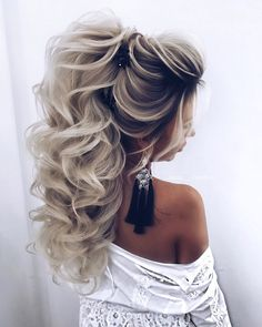La imagen puede contener: una o varias personas y primer plano Brunette To Blonde, Brown To Blonde, Argan Oil Keratin, Braids, Hair Cuts, Curly, Pure Products, Long Hair Styles, Stylish
