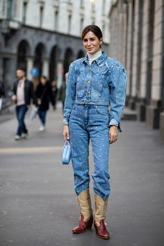 The Best Street Style Looks From Milan Fashion Week Fall 2020 - Fashionista Milan Fashion Week Street Style, Autumn Street Style, Cool Street Fashion, Street Style Looks, Gala Gonzalez, Bright Winter Outfits, Vogue, Style Snaps, Everyday Outfits