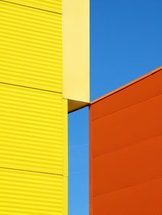 Primary colors Bauhaus eyes are seeing thingggssss Minimal Photography, Abstract Photography, Color Photography, Nature Photography, Photography Aesthetic, White Photography, Photography Backgrounds, Photography Ideas, Colour Architecture