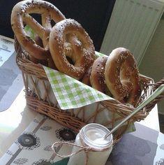 Covrigi de casa cu sare | Savori Urbane Sari, Urban, Food, Saree, Meal, Essen, Hoods, Meals, Saris