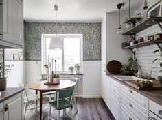 El paso del verano a la cocina con el papel pintado.