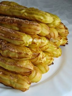 """Portuguese Delights: """"O Cantinho da Marta: Churros no Forno"""" Portuguese Desserts, Portuguese Recipes, Portuguese Food, Yummy Snacks, Delicious Desserts, Sweet Recipes, Healthy Recipes, Cakes Today, Biscuits"""
