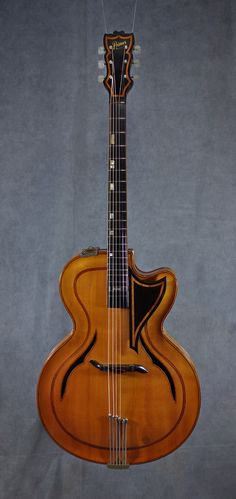 Rellog Primus (c1960) : Spruce arched top, Maple back & sides